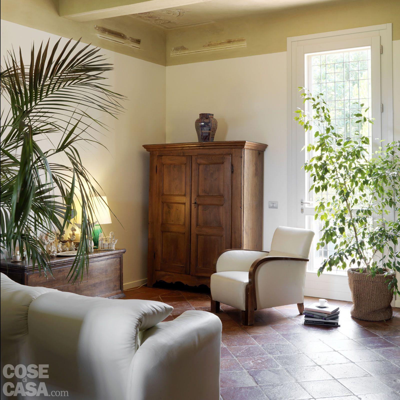 Casa classica con finiture e mobili d 39 epoca pavimenti for Casa classica moderna