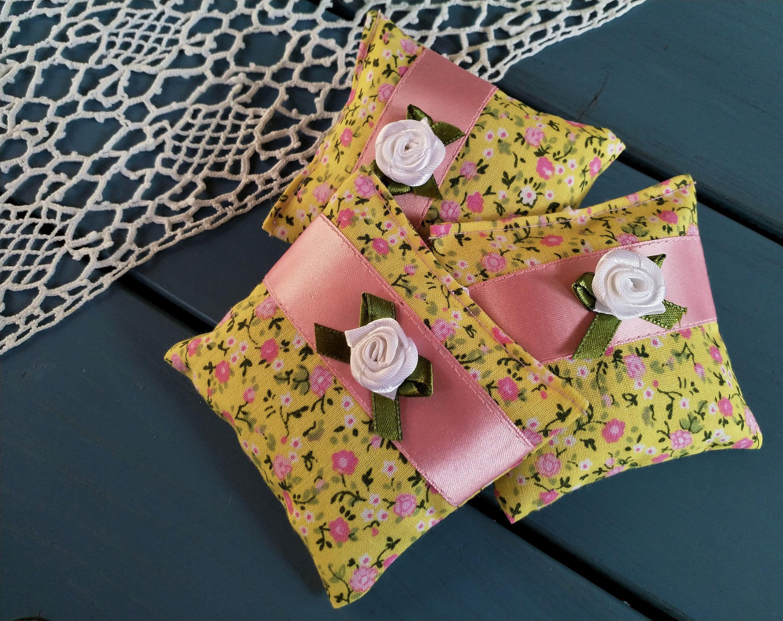Lavendelsackchen 3 Er Set Aus Bio Lavendel Lavendelkissen Lavendelpolster Gegen Motten In Den Kleiderschrank In Den Kuchenschrank Lavendelsackchen Lavendelkissen Sackchen