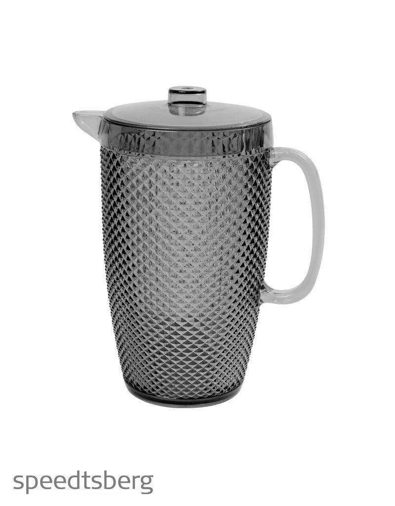 Eine Kanne aus robustem Acryl mit Deckel für Saft, Bowle oder was sie sonst noch Erfrischendes servieren möchten. 130 kr