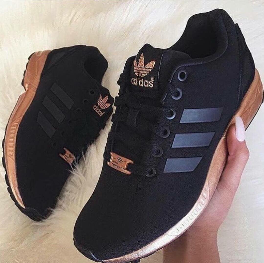 zapatillas nike negro y dorado mujer