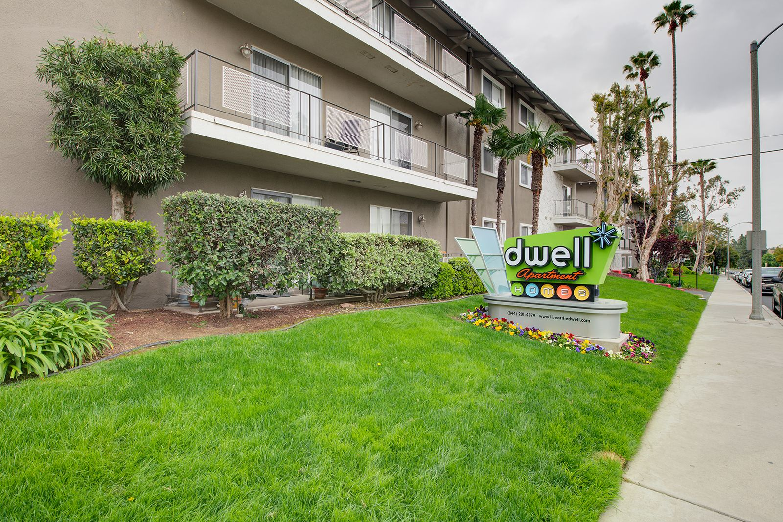 The Community Also Offers Easy Freeway Access To The 60 And 215 Ca Apartments Dwell Nowleasing Dwell Two Bedroom Floor Plan Apartments For Rent