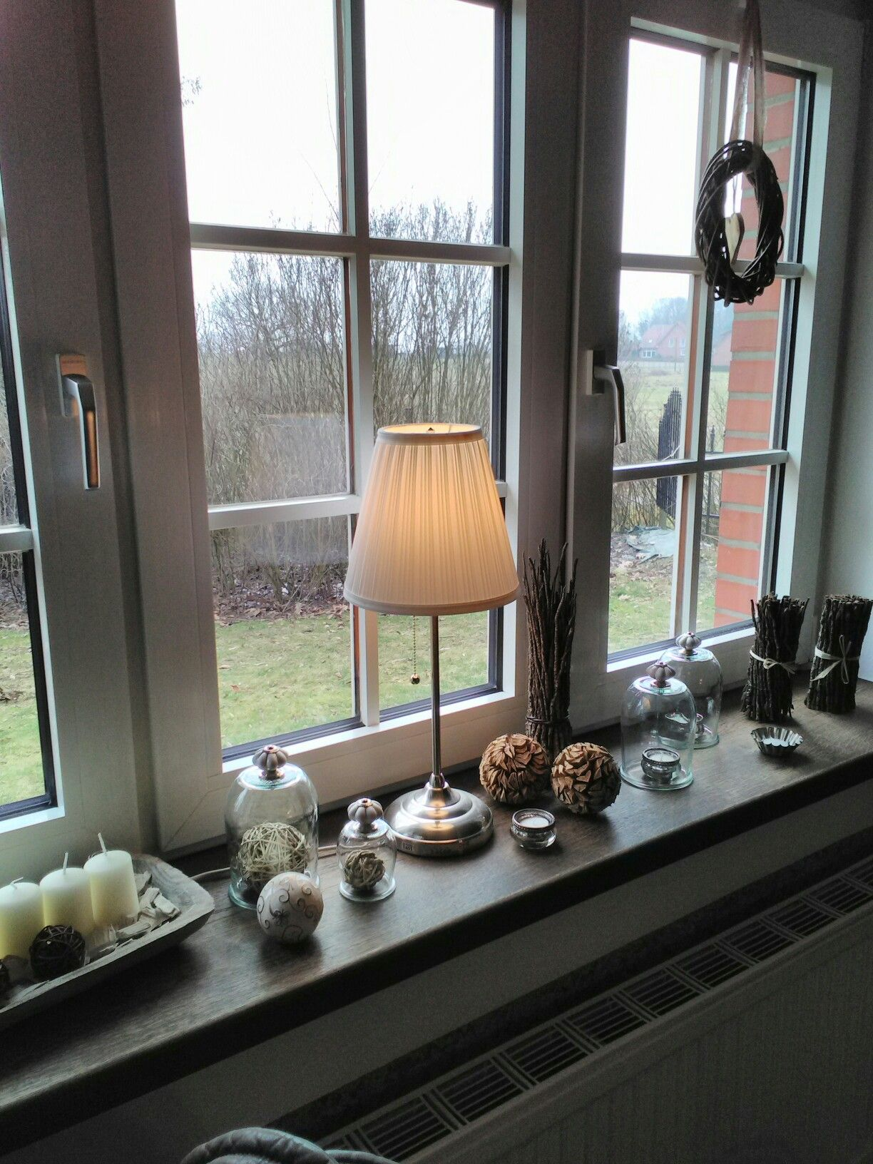 Fensterbank fenster dekorieren pinterest Dekoration fensterbank innen