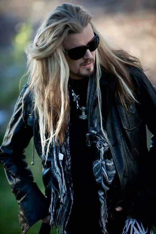 Perttu kivilaksu.  Long haired man