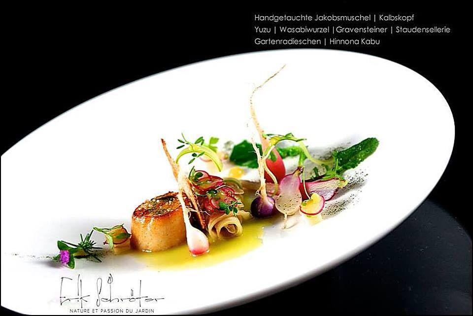 Chef Erik Schroeter (Restaurant Matisse)  L'art de dresser et présenter une assiette comme un chef de la gastronomie... > http://visionsgourmandes.com > http://www.facebook.com/VisionsGourmandes . Vous aimez Visions Gourmandes ? Alors partagez cette photo ! ;) #gastronomie #gastronomy #chef #presentation #presenter #decorer #plating #recette #food #dressage #assiette #artculinaire