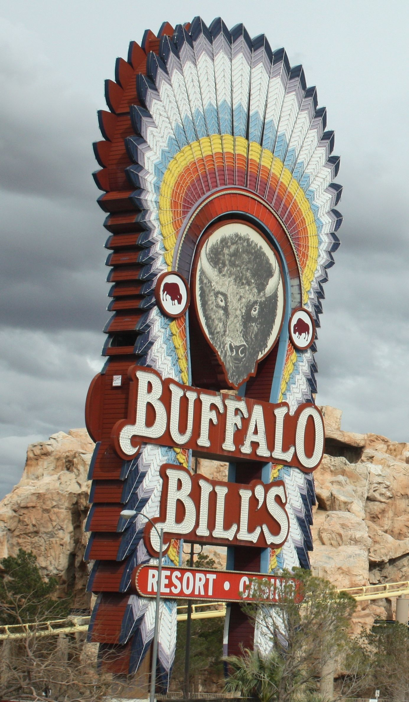 Buffalo Bill's is a hotel and casino in Primm, Nevada, United States, at the California state line. It is one of the Primm Valley Resorts, owned and operated by Affinity settlements-cause.ml has 1, guest rooms and suites. The hotel is home to the Desperado roller coaster, one of the tallest ( foot drop) and fastest (80 mph) roller coasters in the world, as well as a pool in the shape of a buffalo.