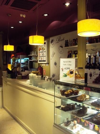 3a7e75a0179 Prioritè Art Coffee Shop en Madrid: Cafés, tartas y exposiciones en un  local precioso