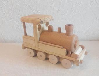 lokomotive aus holz holz holzspielzeug lokomotive holzeisenbahn tender holzlokomotive. Black Bedroom Furniture Sets. Home Design Ideas