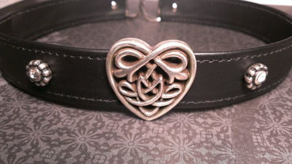 The most beautiful collar I have ever seen. I want this.