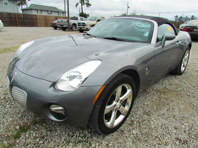 This 2 Seat 2007 Pontiac Solstice Convertible Is Perfect For Those Romantic  Drives.