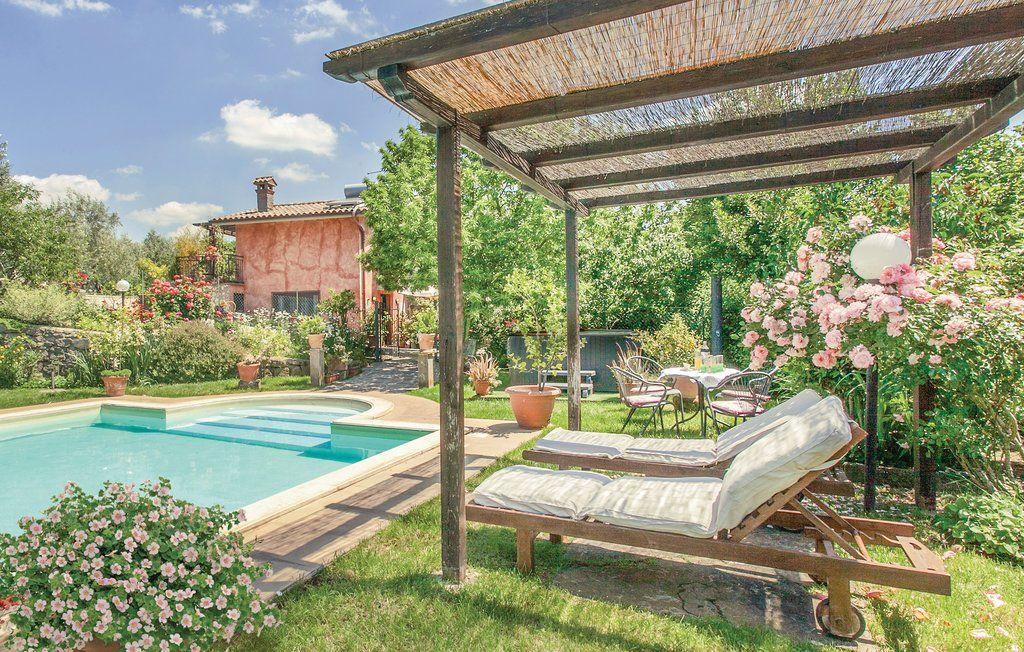 Deze 10persoons vakantiewoning beschikt over een zwembad