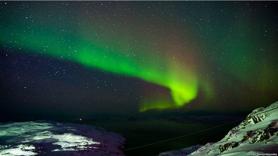 O fotógrafo russo Ivan Dementievskiy viajou ao vilarejo de Teriberka, na região de Murmansk, para documentar a aurora boreal
