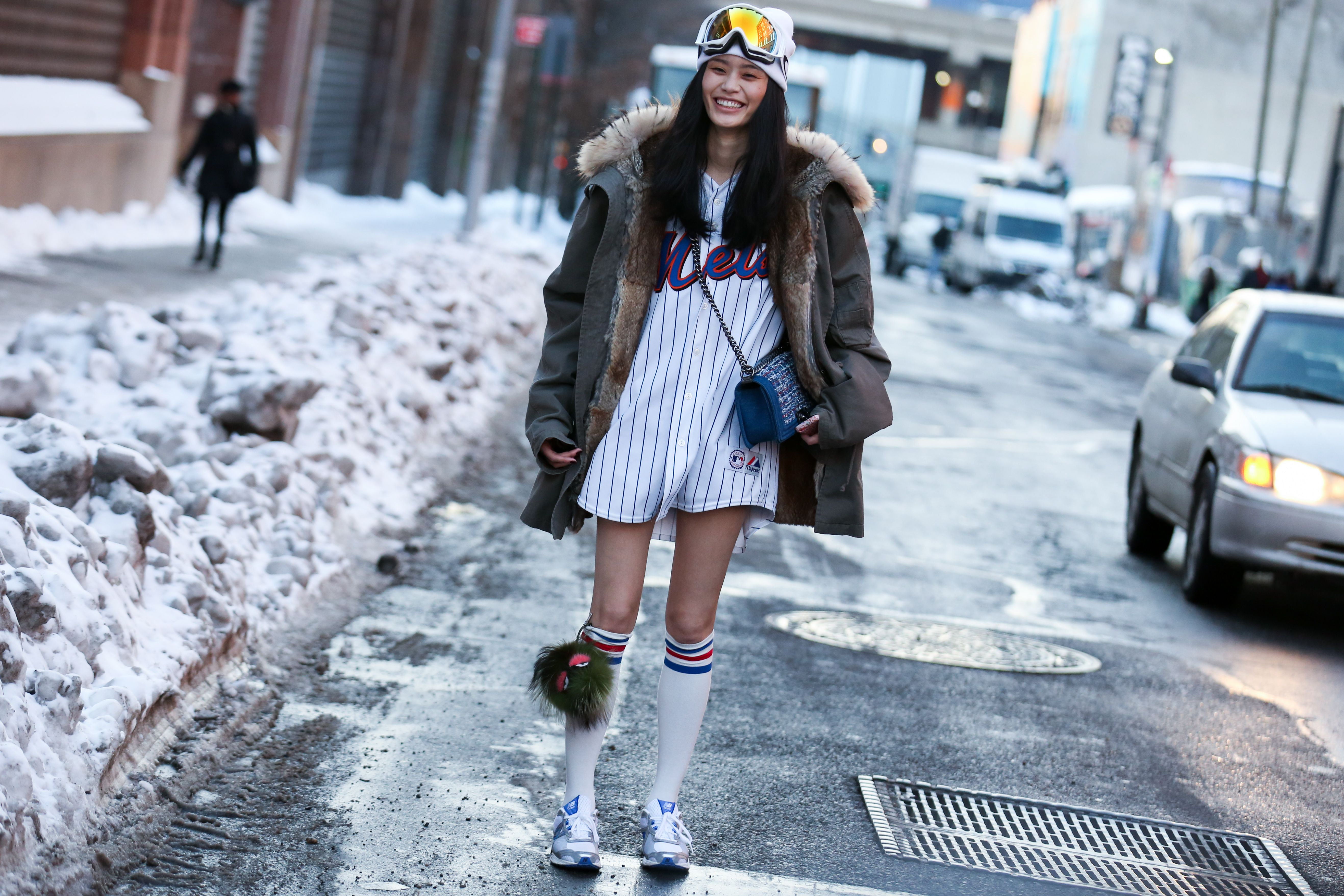 19 Stylish Ways To Wear A Sports Jersey Jersey Fashion Chic Winter Style How To Wear