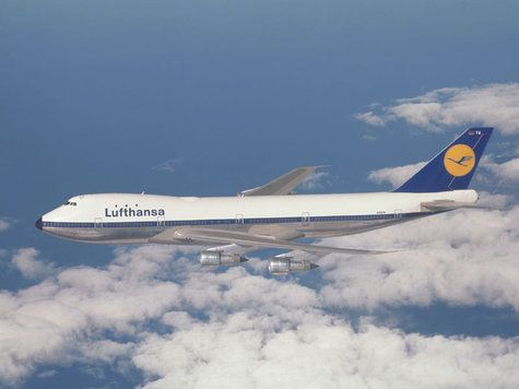 Old Lufthansa Jumbo in ancient colors.