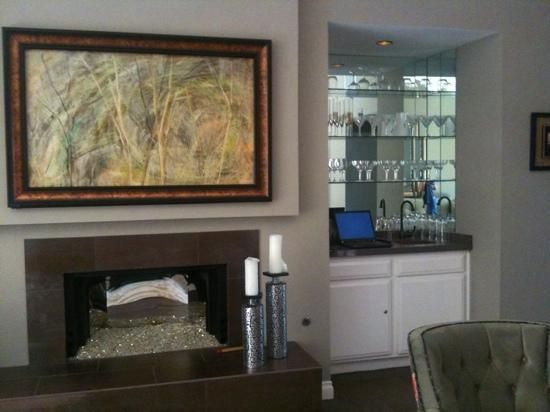 tv (behind art above fireplace) and wet bar - Picture of Sundance ...