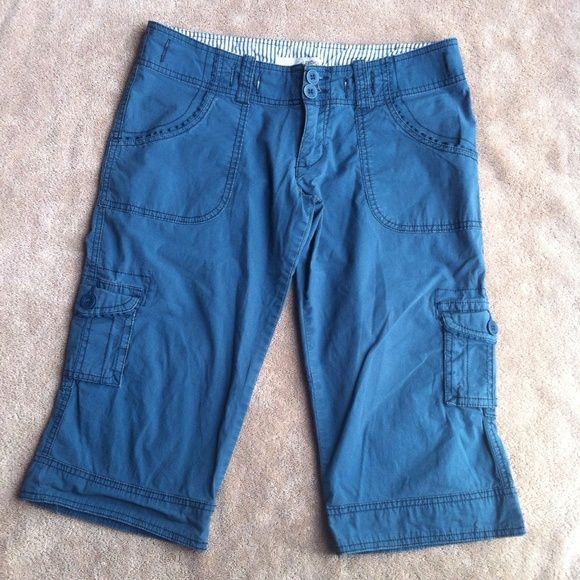 "Refuge   Loved refuge bermuda shorts/ capris, no holes or stains! Approx measurements laid flat : waist - 15"", inseam - 16"", and rise - 7"".  refuge Pants"