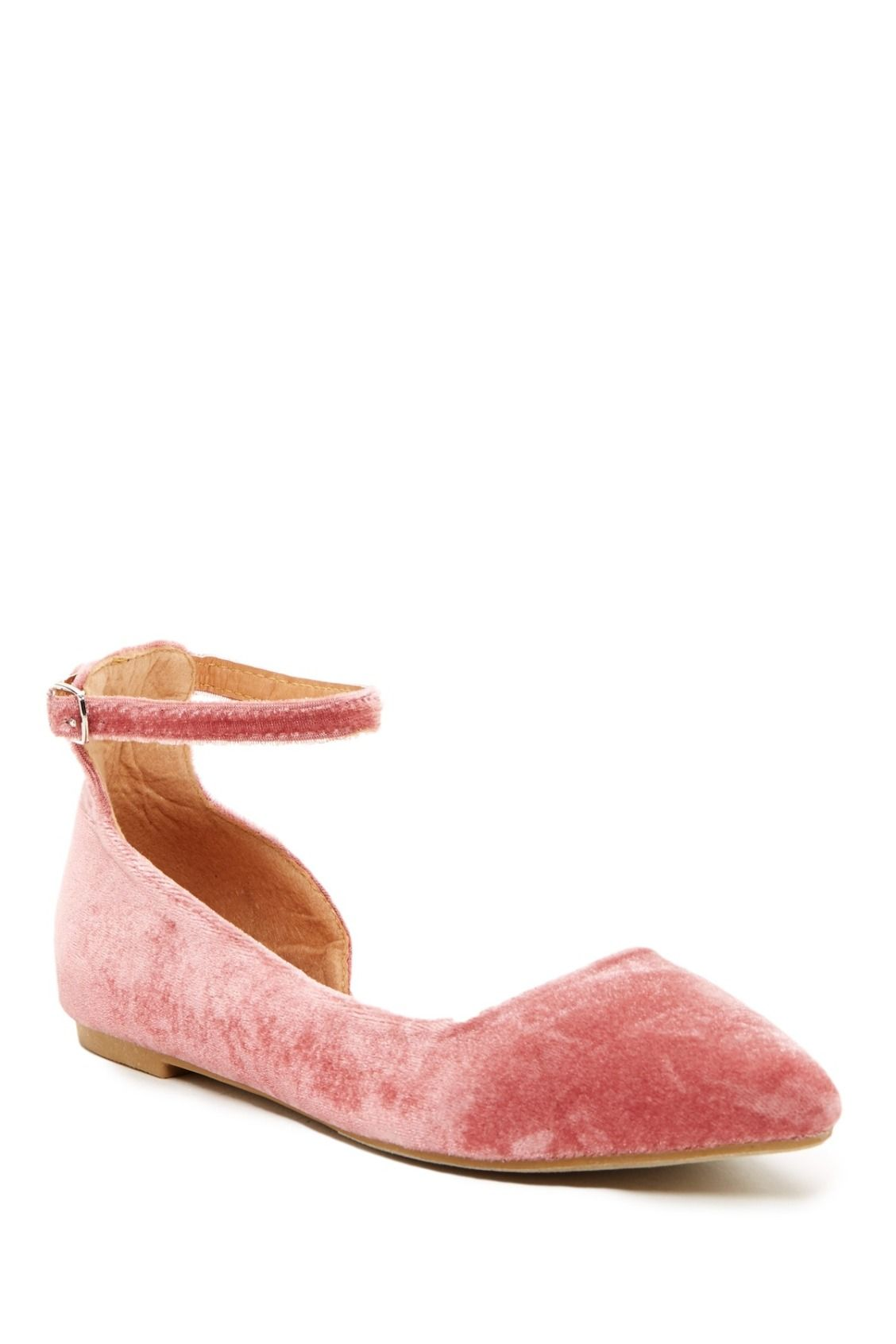 Swooning over these Pink Velvet Yoki Urban Flats