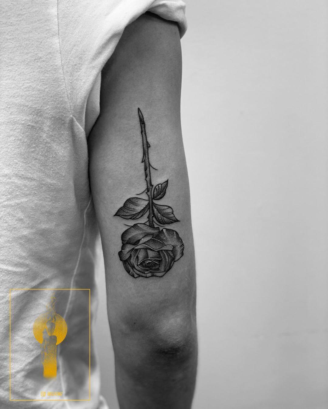 🌹 • • • •  #blxckink #btattooing #blacktattooart #blacktattooing #blackworkers #blackworkerssubmission #darkartist #dotwork #iblackwork #instinctsubmission #tattoo #idesign #art #artwork #tattooing #drawing #lines #linework #inkjunkeyz #inkedgirls #geometric #onlyblackart #engraving #equilaterra #fineline #floral #flowertattoo