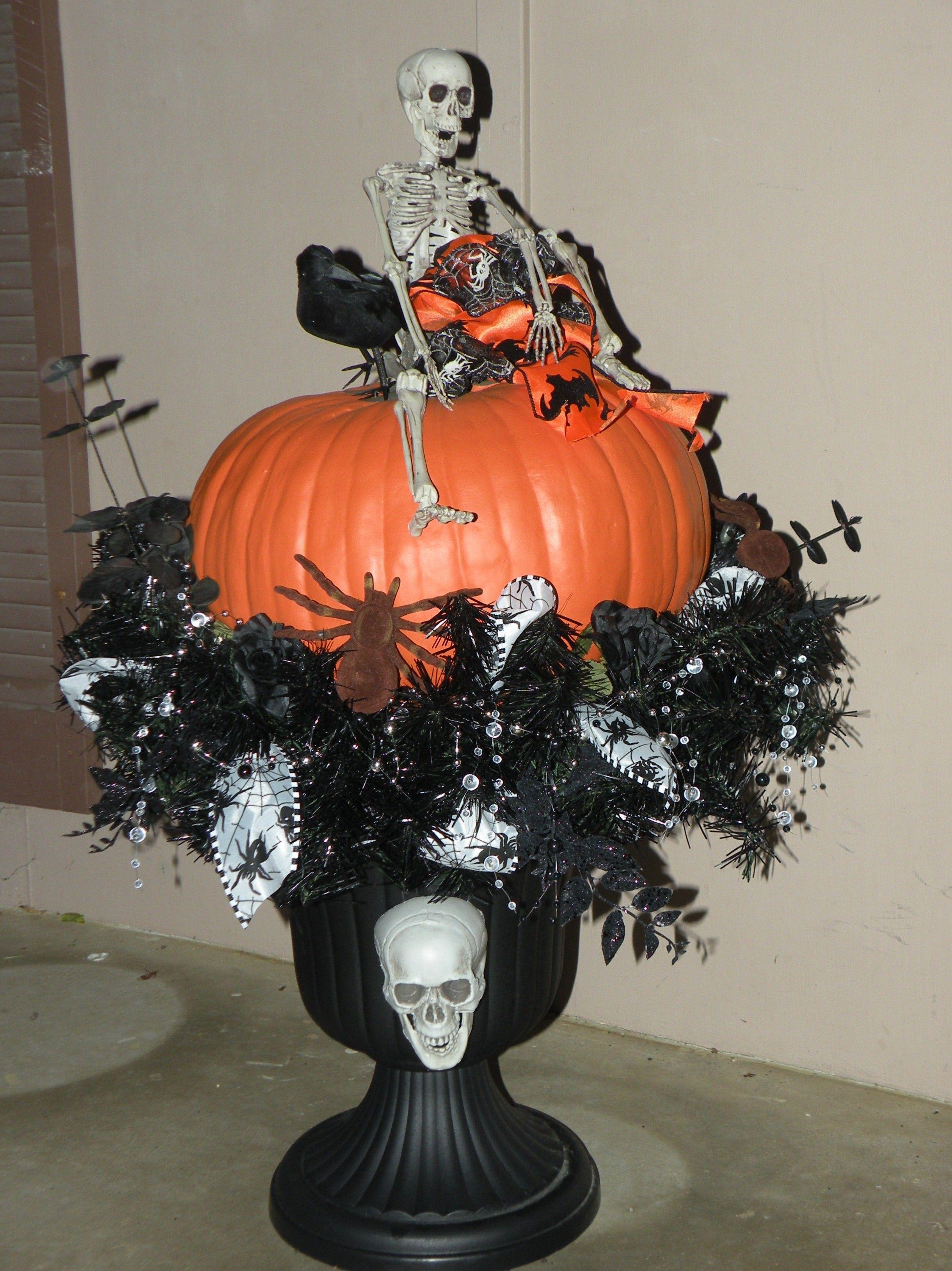 Halloween Urn Decorations Black Urn Fake Pumkin Spray Painted Black Pine Wreath And