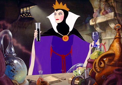 The Evil Queen, making the potion | Villanos de disney ...Disney Evil Queen Song