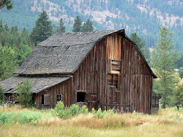 Old Barn near Hamilton, Montana | Barn pictures, Old barn ...