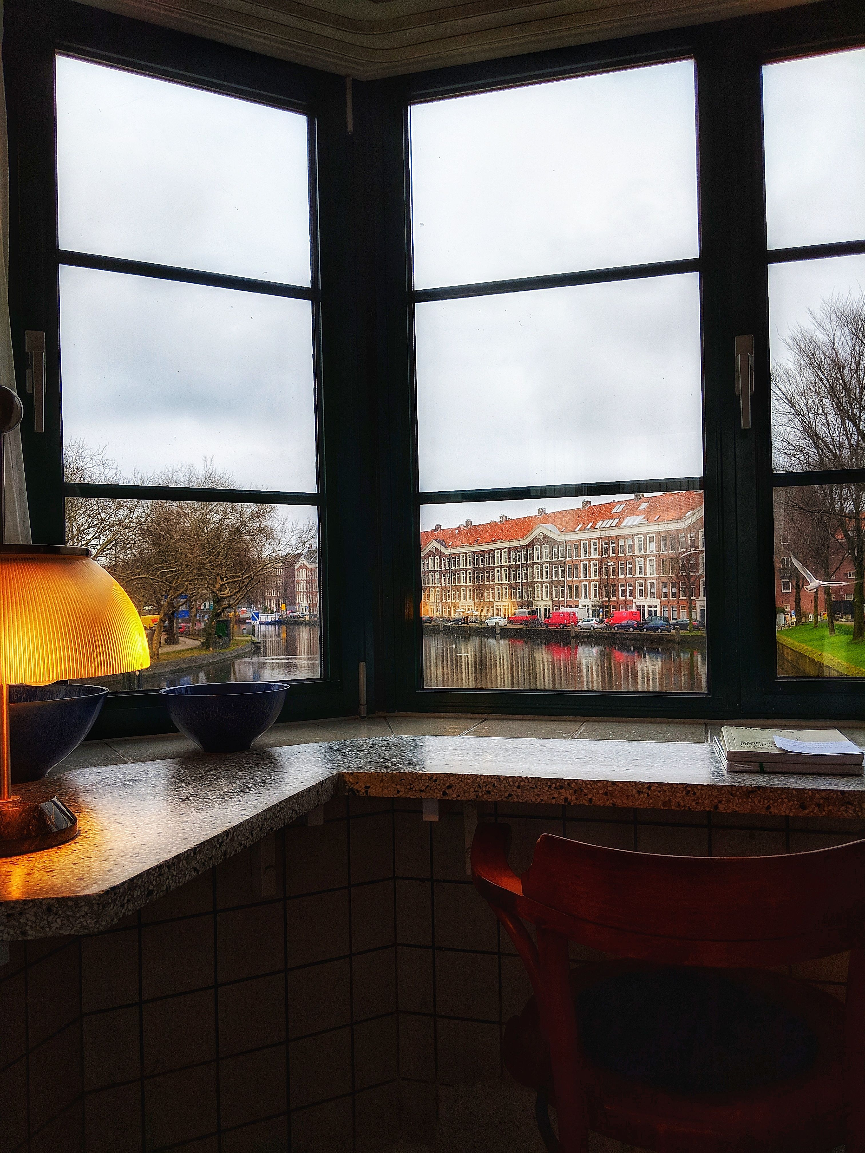 Emma Walton from www.instagram.com/supperinthesuburbs stayed at bridge house 304 - Kattenslootbrug and woke up with this view from the bed.    _______ #sweetshotel #amsterdam #kattenslootbrug #amsterdamwest #oudwest #nassaukade #view #hotelroom #hotel #hotels #bucketlist #viewfrommyroom #viewfrommyhotelroom #roomwithaview #viewfrommybed #jordaan #riverview #amsterdamcanals #canal #staycation #uniquestay #uniquehotel #unusual