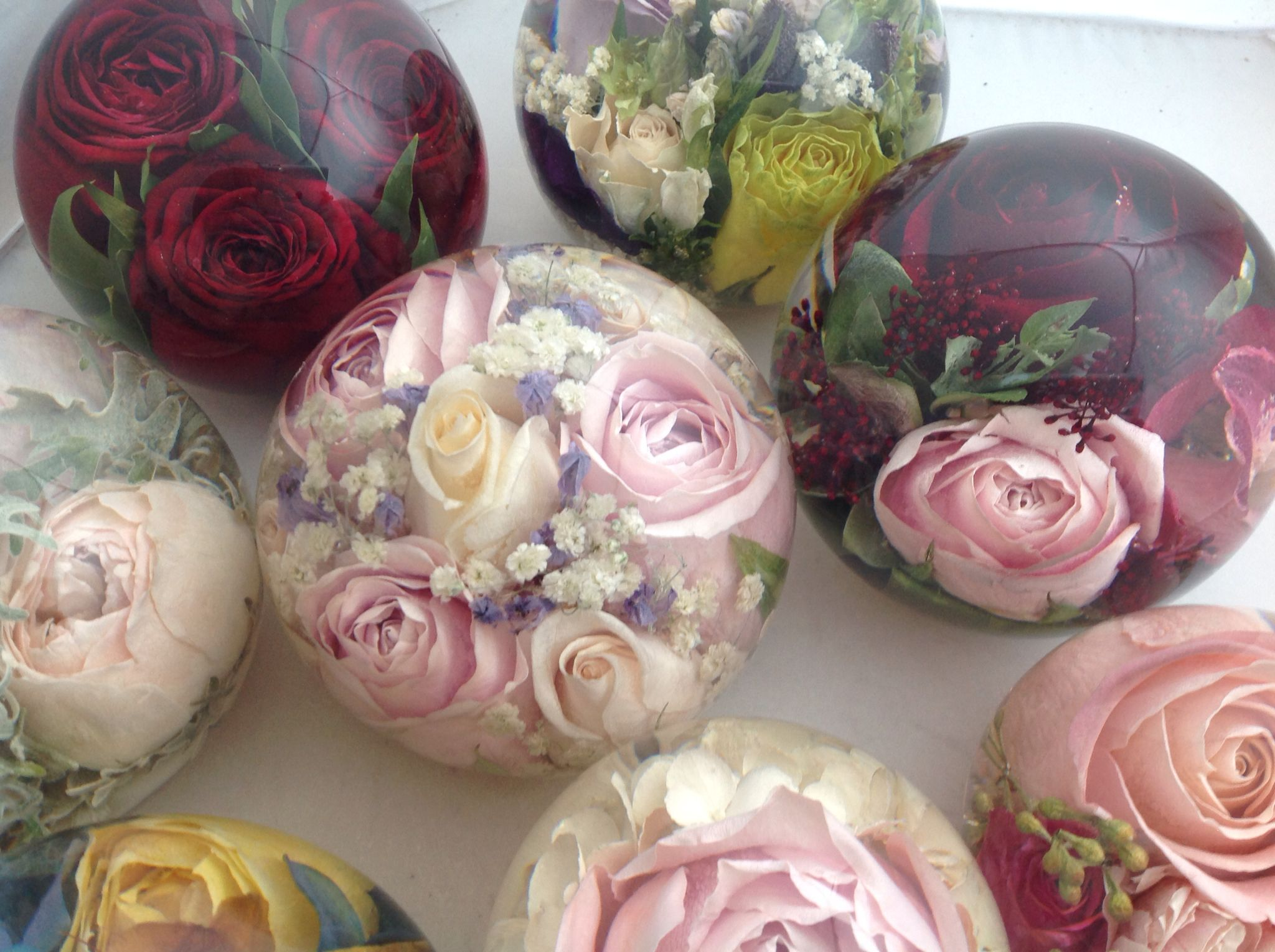fdc530ce4 Flowers preserved forever in our lovely paperweights | Resin crafts ...