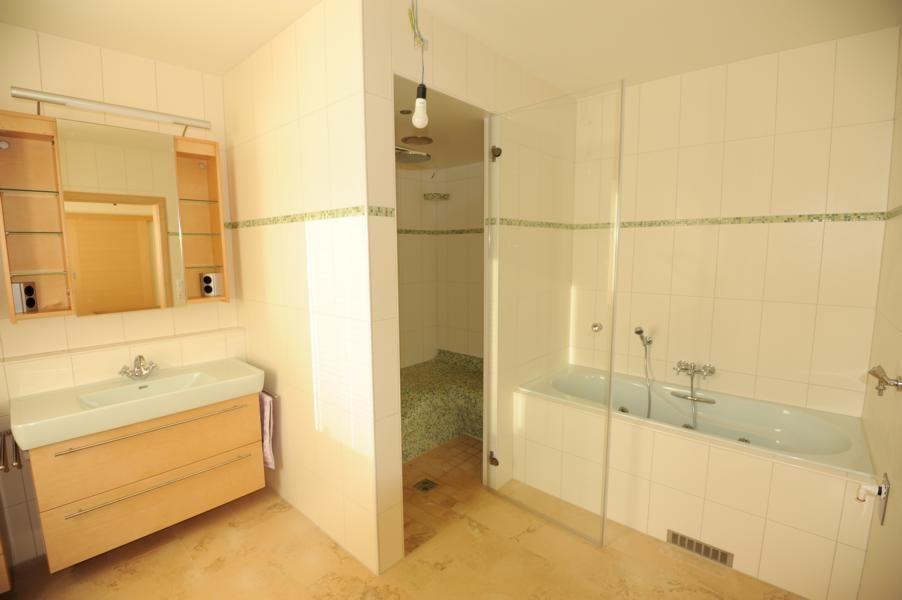dampfbad im badezimmer abzukühlen abbild und edccefebedacfb