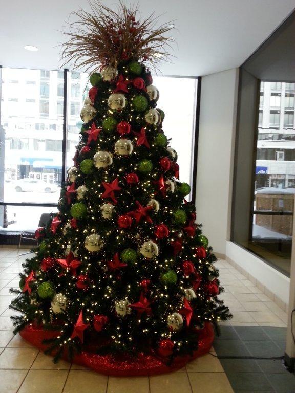 Interesting tree topper!! Love the big ornaments. - Interesting Tree Topper!! Love The Big Ornaments. Christmas Trees