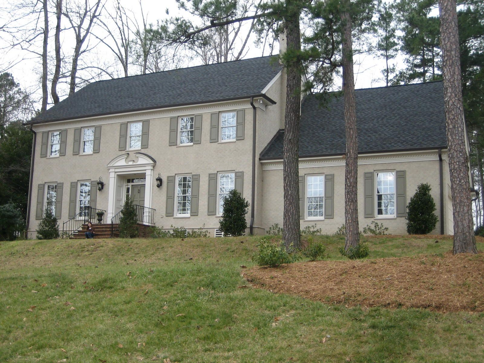 Painted brick houses colonial revival federal style for Stucco and brick homes