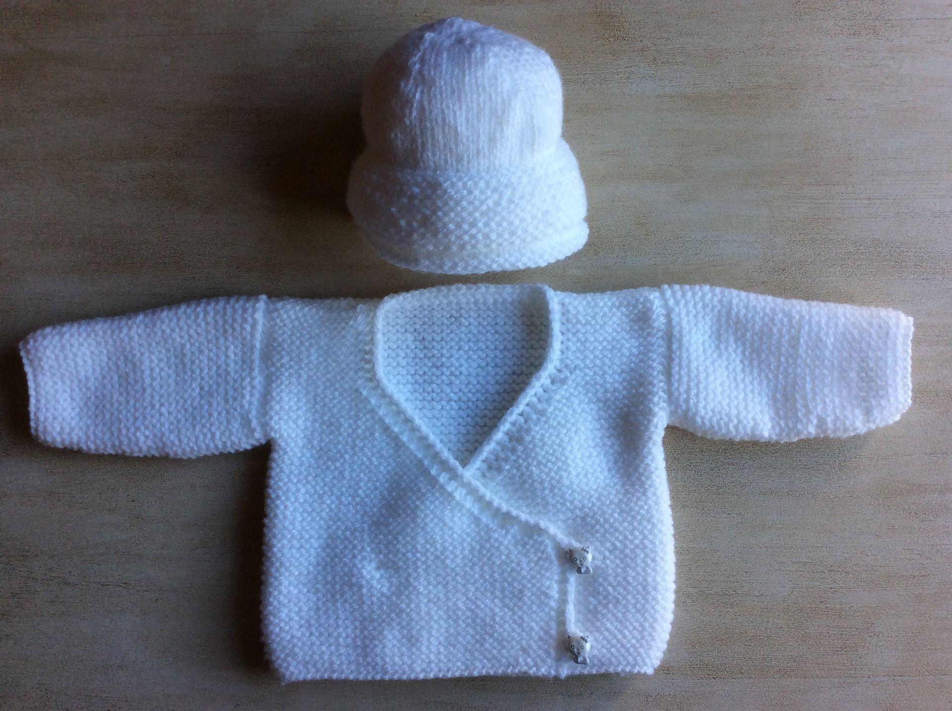 ca433abe91c41 Ensemble Bébé 0 à 1 mois Gilet Cache Coeur Bonnet tricoté main en laine  Couleur blanc pur   Mode Bébé par la-p-tite-mimine
