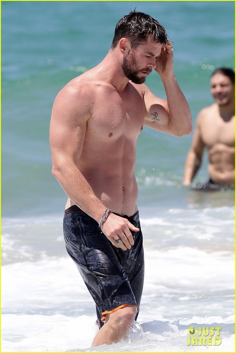 Chris Hemsworth Goes Shirtless Bares Ripped Body In Australia Chris Hemsworth Shirtless Chris Hemsworth Thor Chris Hemsworth