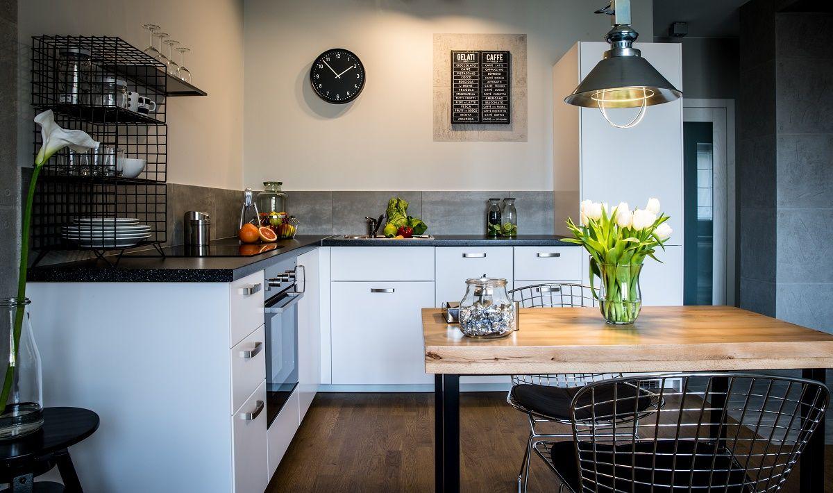 kuchnia IKEA Metod z białymi frontami Veddinge Country