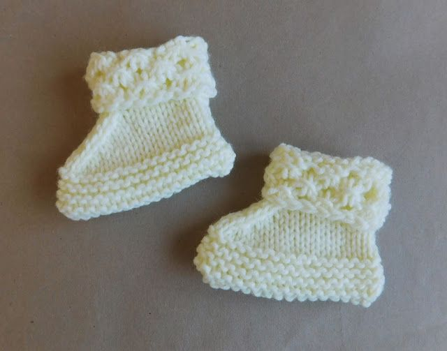 2b2ab4cd5 Marianna's Lazy Daisy Days: Danika Baby Hat, Mittens and Bootees ...