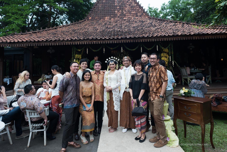 Pernikahan Jawa dengan Suasana Outdoor di Plataran