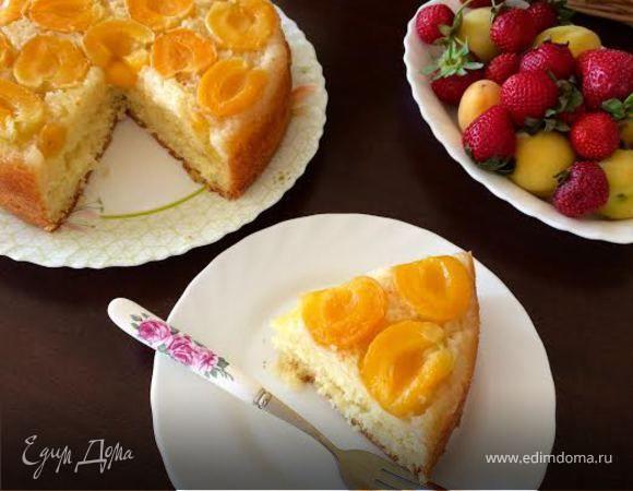 Сегодня я к вам с очень нежным, влажным и ароматным пирогом!