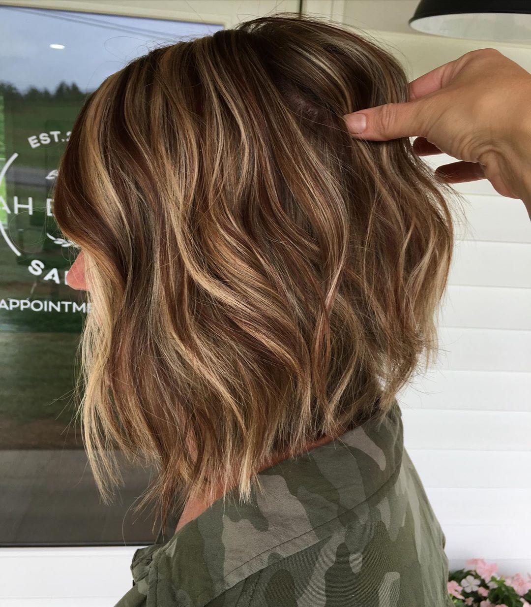 Just like that she's ready for fall 🧚♀️ #blonde #brunette #highlights #modernsalon #btcfirstfeature #behindthechair #masterofbalayage #foilayage #lewisburgpa #redhair #bob #dimensionalbrunette #dimensionalblonde #livedincolor