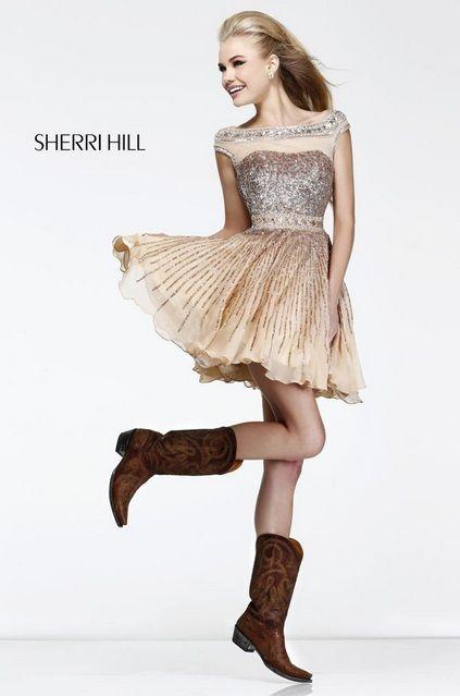 Botas vaqueras con vestido corto