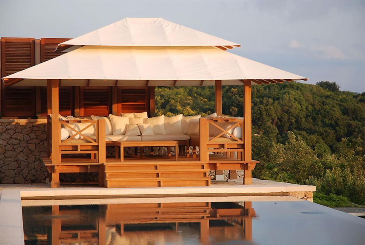 coberti gazebo de madera con techo de lona bancos y mesa de madera un