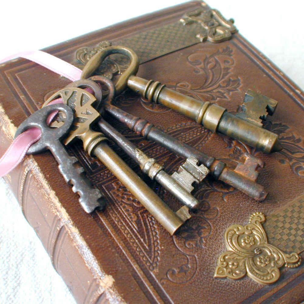 Old Antique Skeleton Keys Old Keys Antique Keys Vintage Keys