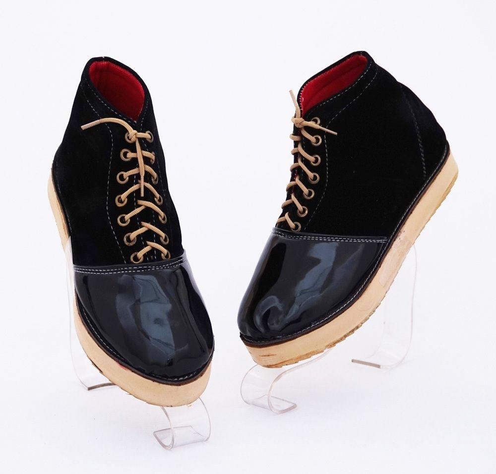 Sepatu Casual Bertali Model Trendy Warna Hitam Bahan Beludru