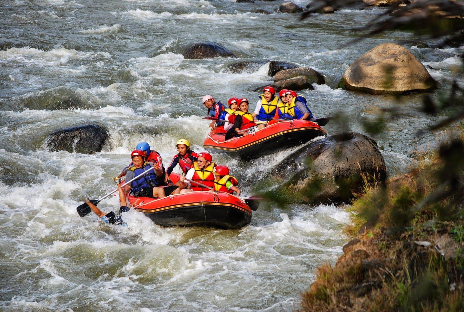 Hasil gambar untuk Kelas Pemula River Rafting Adventure