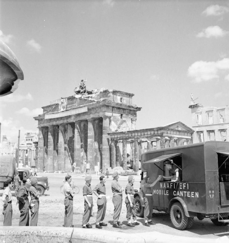 Brandenburger Tor Im Juli 1945 Mobile Canteen British Soldier Brandenburg Gate War
