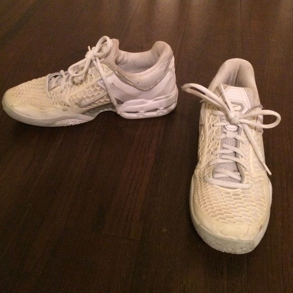 Nike Tennis Shoes White Tennis Shoes Have White Bottoms So They Won T Make Marks On Hard Tennis Courts Nike Shoes Athletic Shoes My Posh Picks Nike Tenni