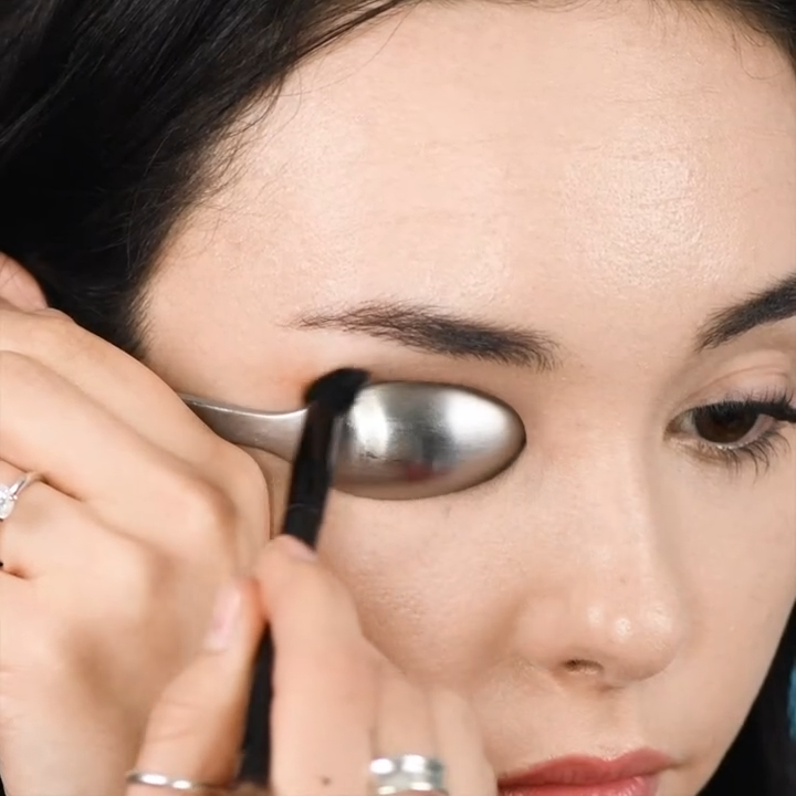 HOW TO DO THE PERFECT CUT CREASE MAKEUP