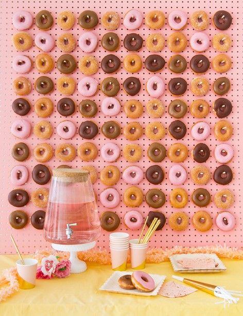 95dadc08ee 10 Γλυκιές ιδέες για καλοκαιρινό party με θέμα τα Donuts!