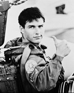 Watched Top Gun today.... i can't beleive i forgot how much of a GOD Tom Cruise is! <3 so hot...