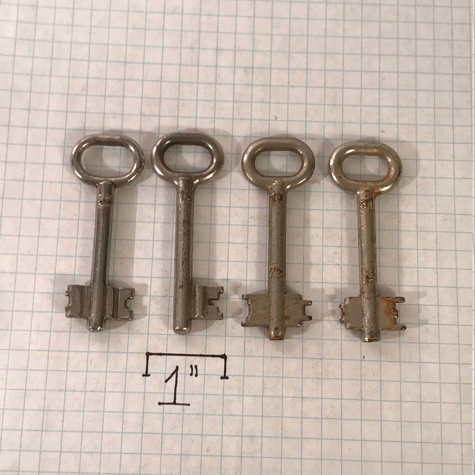 Vintage Skeleton Keys (lot of 4), Antique Metal Skeleton Keys, Russian Federation Keys, Maker Supplies, Steampunk Supply
