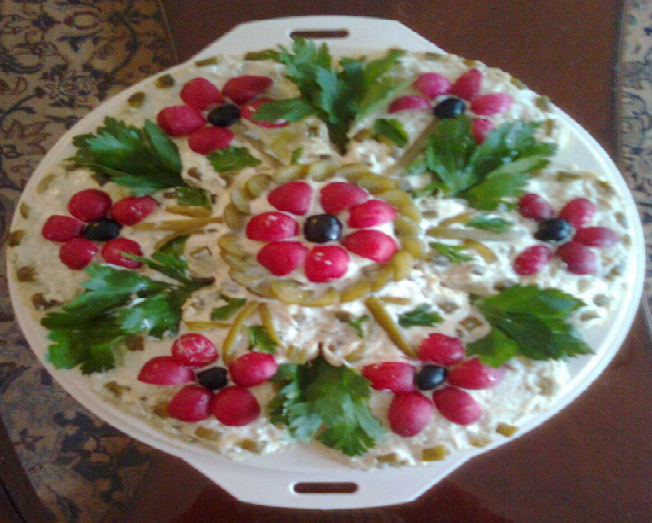 Salad decorated with vegs salad decoration pinterest for Decoration salade