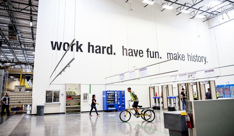 The Coolest Office Ever Amazon Cool Office Space Cool