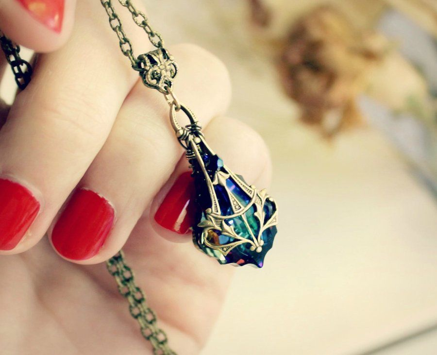 this looks like Kyoko's necklace from Skip-Beat !!